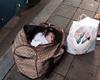 女婴遗弃行李袋内
