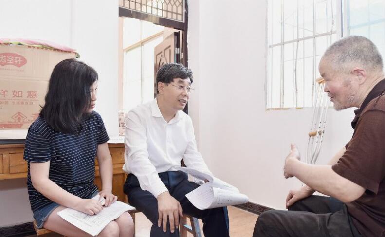 岳亮:长短结合发展脱贫产业