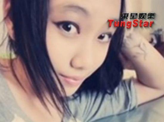 闫妮15岁女儿私房照 嘟嘴秀纹身