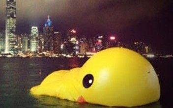 香港大黄鸭漏气 韩寒调侃中禽流感