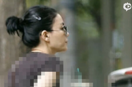 王菲复合谢霆锋后首次露面 被拍显淡定