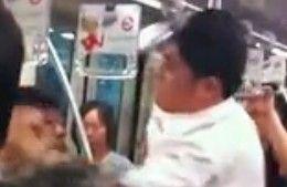 地铁二号线两男互殴