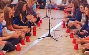 实拍600名学生集体表演爆红杯子歌
