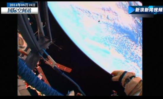 实拍宇航员太空漫步 从宇宙看蔚蓝色地球