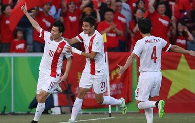 亚洲杯国足2-1胜朝鲜 三站全胜历史最佳
