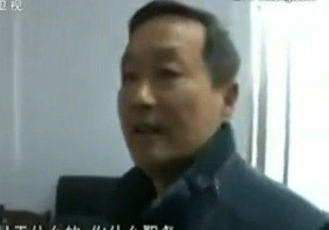领导打游戏被拍 向记者叫哥求饶