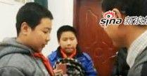 西安最美小学生捡7万归还失主 拾金不昧传递正能量