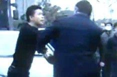 西安:占用公交专用道 公交车司机却遭暴打