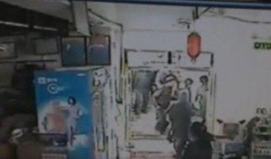 新疆于田7.3级地震 超市内人员仓皇逃生