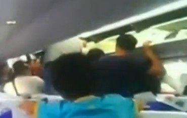 中国游客泰国航班上互殴