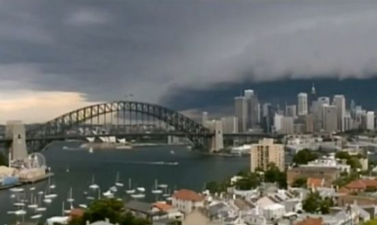 悉尼乌云压城如科幻大片
