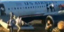全美航空客机爆胎急停 乘客全部逃生