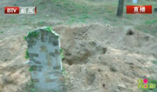 男子多次挖人祖坟偷骨灰盒敲诈被判刑