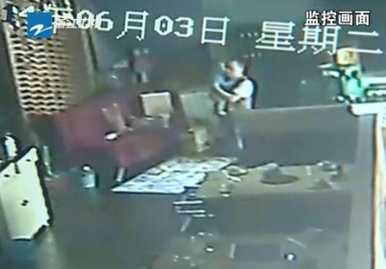 员工抱走店主家婴儿杀害弃树林 监控曝光