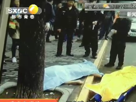 西安朱雀路:一老人倒地身亡疑似晨练猝死