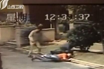 监拍母亲将1岁幼儿从6楼扔下 邻居合扑救