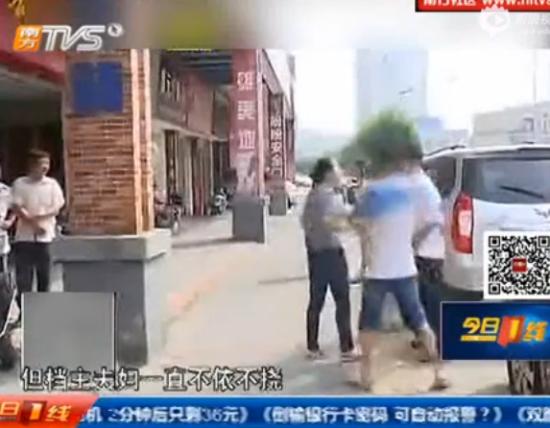 女记者报道遭男子追打辱骂 被胁先奸后杀